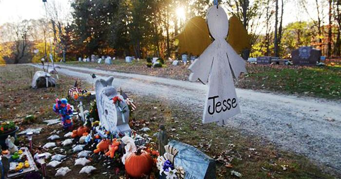 Jesse Lewis' grave