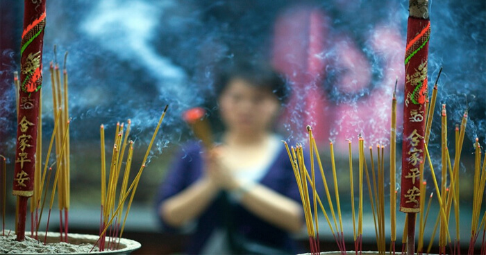 Incense and smudge smoke reduce bacteria